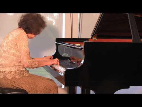 Debussy 6 Etudes - Juana Zayas, piano
