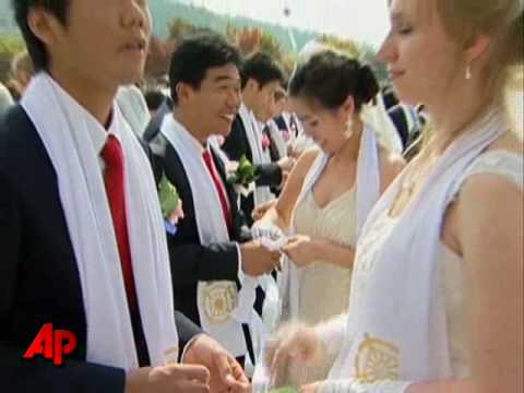 Tens of Thousands in Unification Mass Wedding