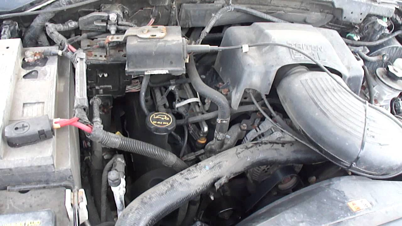 2001 Ford F-150 XL V8 5.4L Under the hood - YouTube