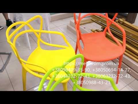 Яркие пластиковые стулья. Стулья Flower