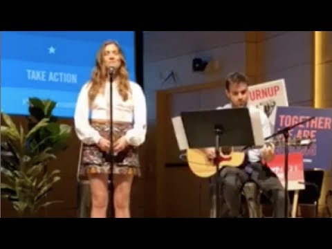 Laura Dreyfuss sings