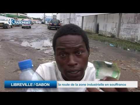 LIBREVILLE / GABON:  la route de la zone industrielle en souffrance