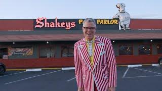 "Gambar cover Charles Phoenix makes his wacky ""I dream of Shakey's"" Pizza"
