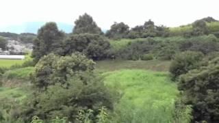 明日香村にある天武持統天皇陵ほどダイナミックな景観に包まれた御陵は...