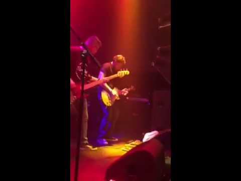 Hard Rock Karaoke band - Keep on rockin' in the free world (solo)