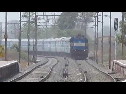 LTT-VSKP Superfast express Blast past shelu with Beautifull Kalyan Loco !!
