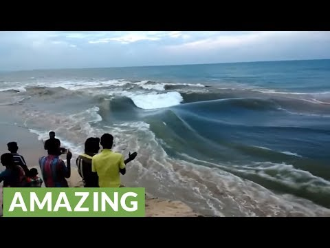 River meeting sea in India creates incredible wave formation