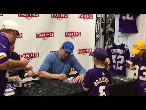 Minnesota Vikings LB Chad Greenway Signing Autographs – iFolloSports.com