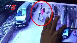 CCTV Visuals | Man Stabs Woman To Death In Broad Daylight | Delhi | TV5 News