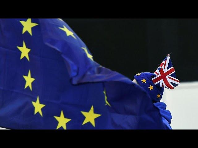 <span class='as_h2'><a href='https://webtv.eklogika.gr/brexit-tarazoyn-ta-nera-mporis-tzonson-kai-naitzel-faratz' target='_blank' title='Brexit: Ταράζουν τα νερά Μπόρις Τζόνσον και Νάιτζελ Φάρατζ…'>Brexit: Ταράζουν τα νερά Μπόρις Τζόνσον και Νάιτζελ Φάρατζ…</a></span>