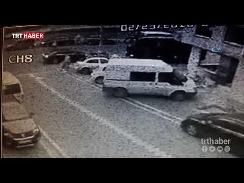 İstanbul Esenyurt'ta bir kadının kapkaça uğrama anı