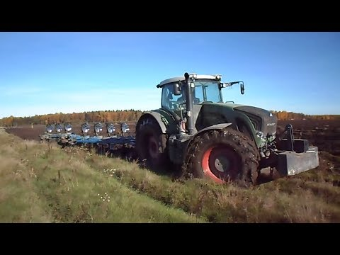Fendt 936 Vario extreme ploughing in mud, wet conditions