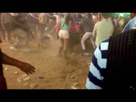 Putazos en el baile de Gerardo Ortiz - en el Rancho el Centenario de Alabama