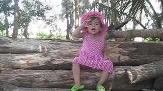 Em bé hát Quốc Ca + Đội ca