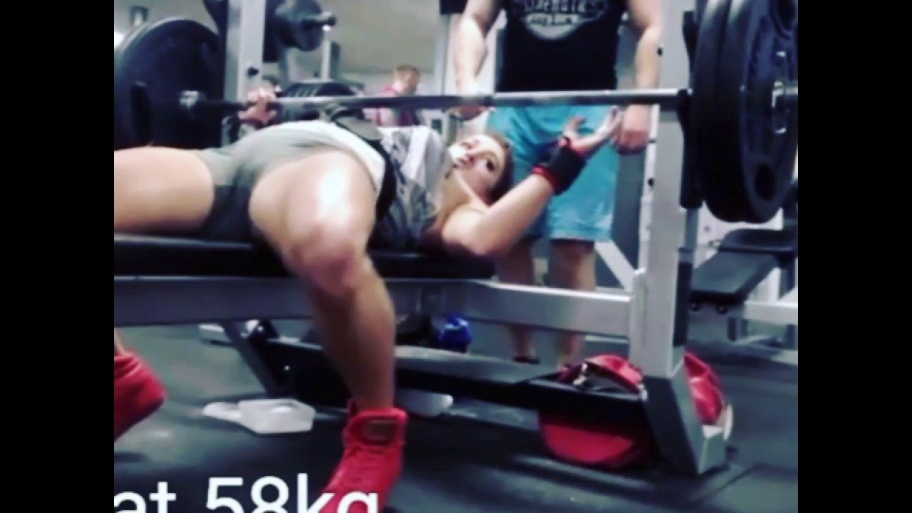20yo girl RAW BENCH 100KG