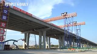 Quanzhou-Xiamen Bridge jointed its two sections on March 26