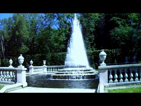 Travel to Russia, St Petersburg, Peterhof, fountains at Petrodvorets, first movie.