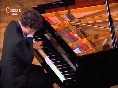Giuseppe Albanese plays Debussy's Estampes La soirée dans Grenade