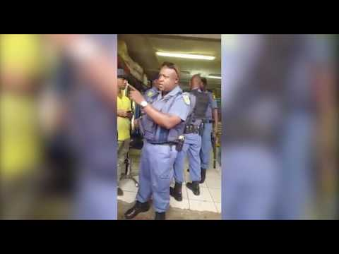 South African Police tried to steel Ethiopian worker Money