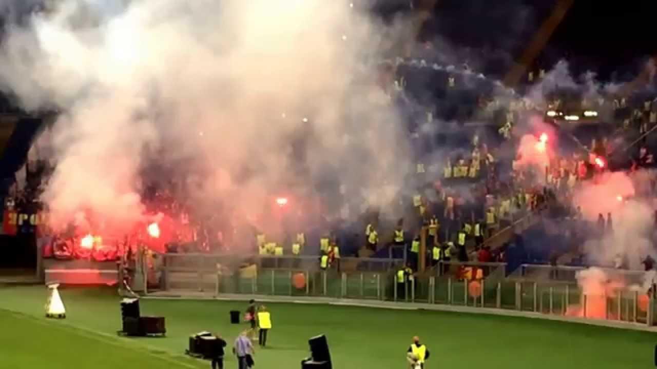 ROMA-CSKA, lancio di fumogeni tra le tifoserie