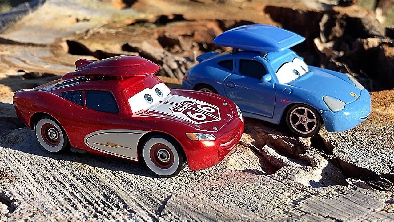 Disney Pixar Cars Cruisin Lightning McQueen and Sally Carrera ...