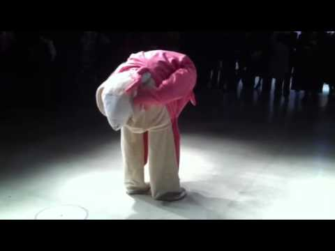Performance de Michael Fliri au Centre Pompidou