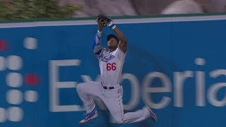 Puig makes a great running catch at the wall