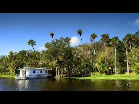 Taking a Houseboat Down the St  Johns River