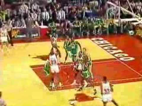 Celtics @ Bulls 1990: Early season thriller. Jordan 33/8/12.