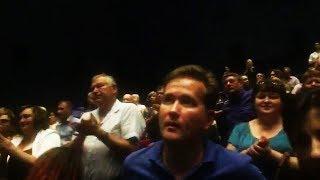 Премьера фильма «Крым» в Севастополе (люди аплодируют стоя)