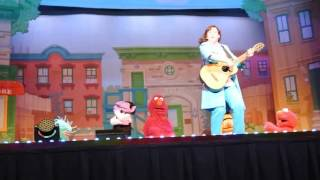 Elmo Makes Music