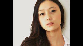 「剣と魔法のログレス」CMで、吉田鋼太郎の部下の女性が、 気になったの...