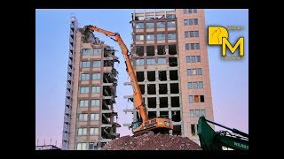 ► CATERPILLAR 385C LARGE EXCAVATOR DEMOLISHING HOUSE WITH LONG BOOM
