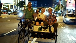 Chinatown Singapore Night Tour with Trishaw Ride and Authentic Chinese Dinner at Local Restaurant