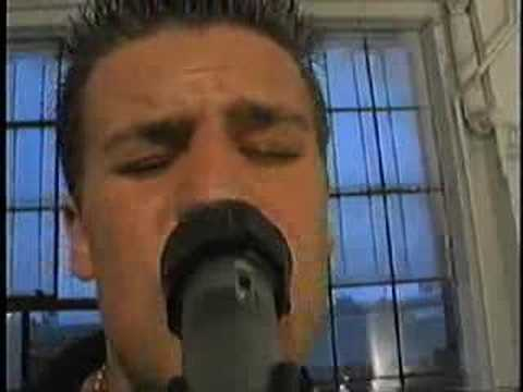 11 minutes away - victoria (2002)
