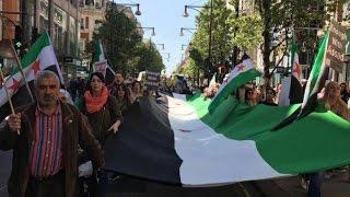 تنديداً بمجزرة خان شيخون .. مظاهرة للسوريين تغلق أهم شارع في لندن! - مهجركوم
