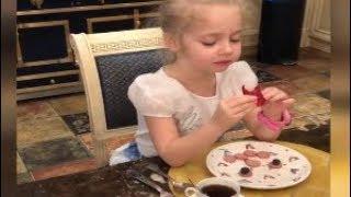 Новое видео от Максима Галкина Завтраки с клубникой и черные коты