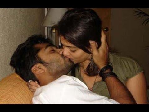 Anushka kiss sharma and virat kohli