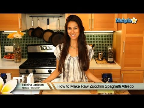 How to Make Raw Zucchini Spaghetti Alfredo