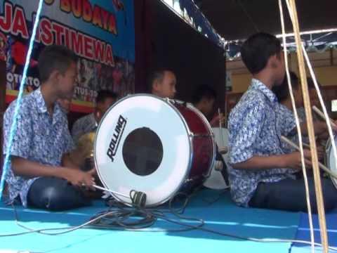 Komposisi Gamelan Band