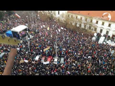 50 000 TISÍC ĽUDÍ NA NÁMESTÍ SNP - PROTEST ZA SLUŠNÉ SLOVENSKO - BRATISLAVA - 9.3.2018