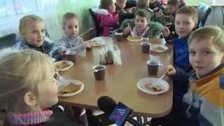 Во Владивостоке готовят блины из страусиных яиц