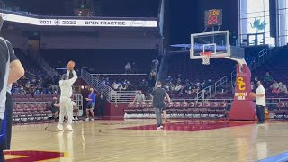 Watch -Kawhi Leonard  shoots some shots in the Clippers pre season open practice at Galen center,CA