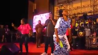 CHECK OUT HOW SAHEED OSUPA AND FEMALE FANS DANCE IN LIVE SHOW PLZ SUBSCRIBE