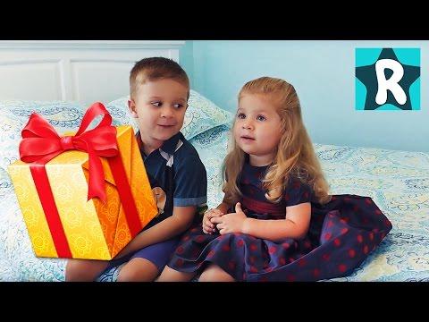 1500 LEGO!!! Рома и Диана Ищут Супер Подарок Собираем Самый Большой набор ЛЕГО lego Видео для Детей