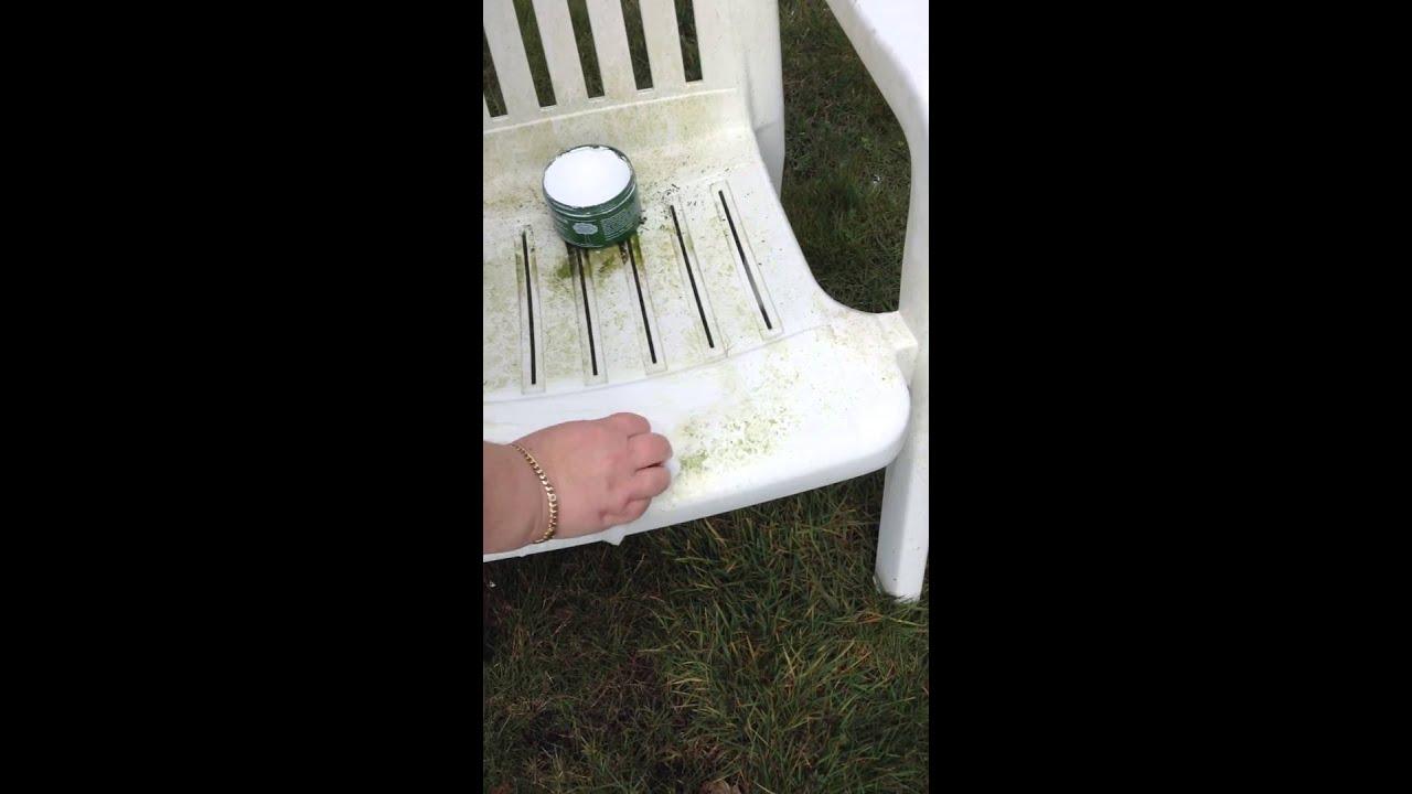 Reinigen der Gartenmöbel mit dem Universalstein - YouTube