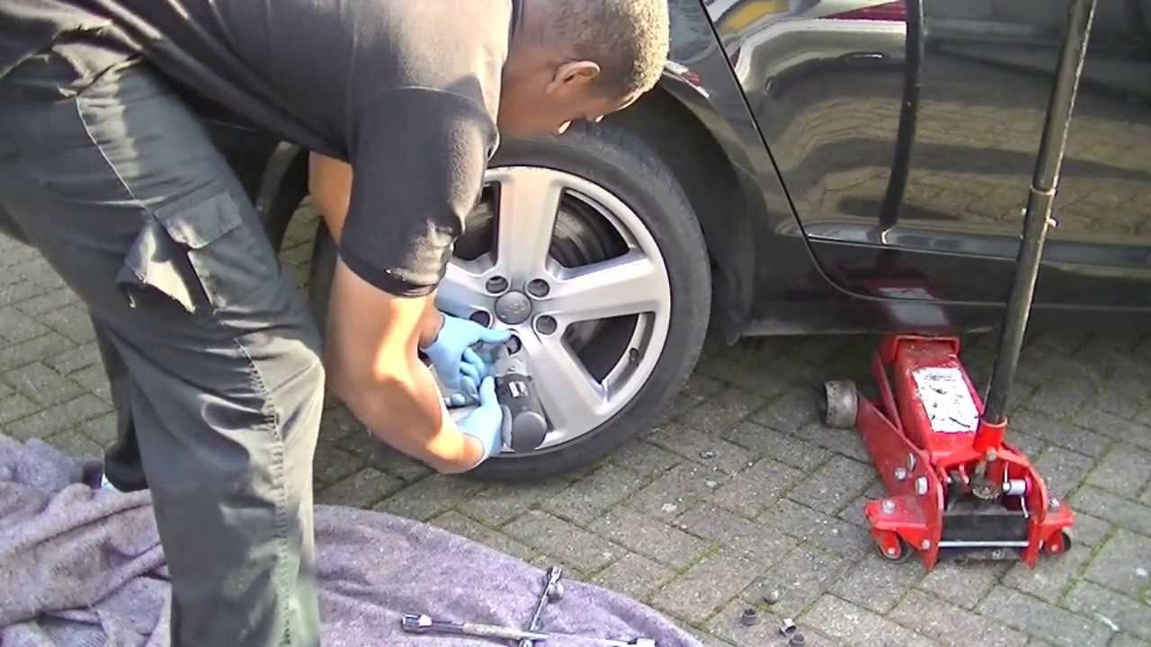 audi a6 rear brake pads replacement with epb doovi. Black Bedroom Furniture Sets. Home Design Ideas