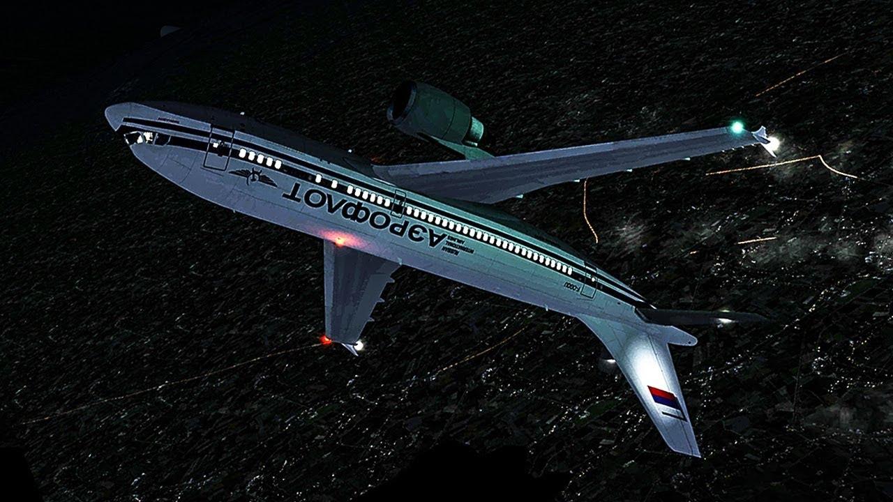 Rekonstruksi kecelakaan pesawat Aeroflot penerbangan 593, yang menunjukkan pesawat sempat jungkir balik untuk kemudian menabrak atau jatuh ke tebing dalam posisi nyaris vertikal (gambar dari: https://www.youtube.com/watch?v=y1kPAWVI5UA)