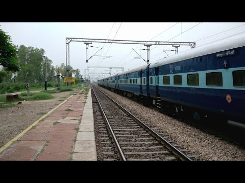 12192 Jabalpur - New Delhi Shridham Superfast Express powered by Itarsi WAP-4 [4K]