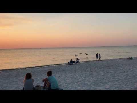 Atardecer en la playa de Naples